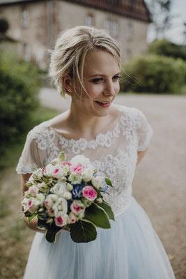Brautkleid mit kurzen Ärmeln