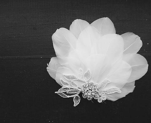 Faszinator Hochzeit weiße Federn