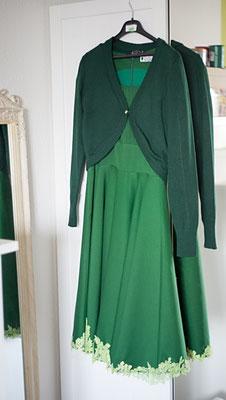 grünes Swingkleid mit Spitze
