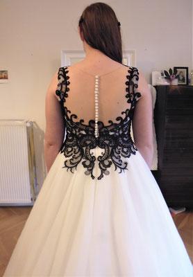 elegantes schwarzes Brautkleid