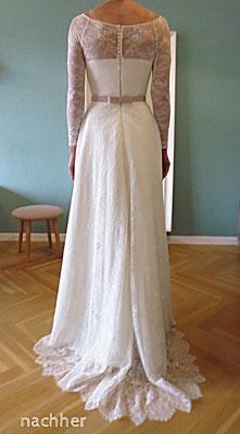 Brautkleid aus gewirkter Spitze mit Spitzenschleppe