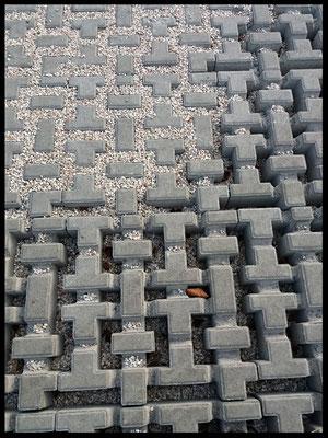 Pavimentazione esterna con uso di lastre in cemento