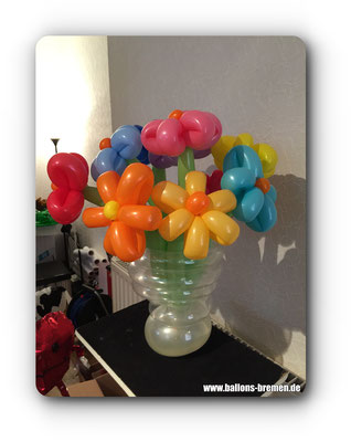 Ballonvase mit Blumen