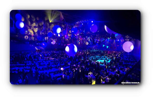 Tolles Lichtkonzept im Zusammenspiel mit den Ballons