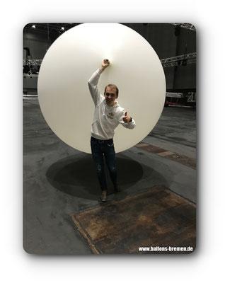 Der Ballon hat einen Durchmesser von 2,40 Meter