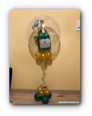 Sektflasche im Luftballon