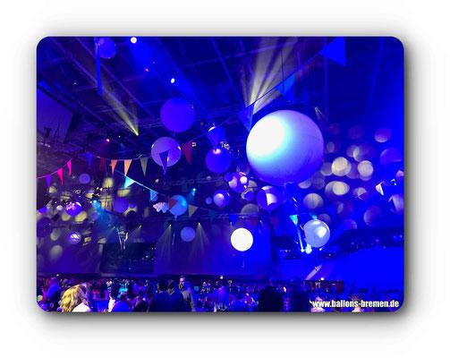 Toll angestrahlte Luftballons in Bremen