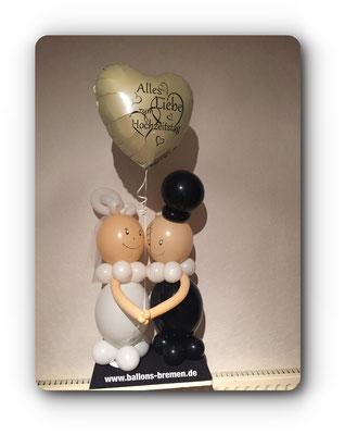 Brautpaar mit Heliumballon
