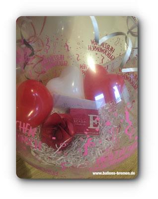 Gutscheine und Ballons im Luftballon zum Geburtstag