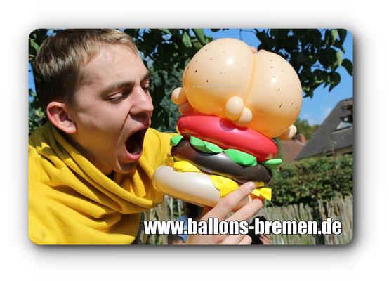 Hamburger aus Luftballon mit Speisegutschein