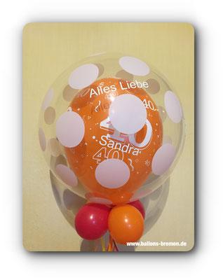 Orangener Luftballon zum Geburtstag