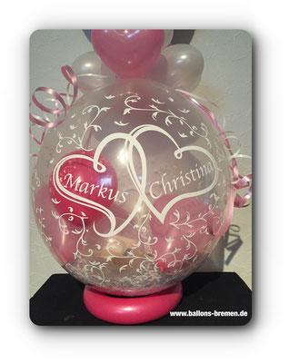 Die Namen des Brautpaares auf dem Luftballon