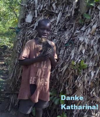 Rogers Akena (Das Bild mit dem Schild ist auf dem Weg von Uganda nach Deutschland verloren gegangen)