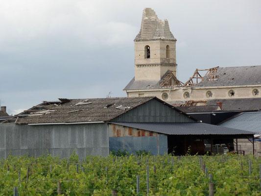 """""""  Le clocher et le toit de l'église ont été ravagés - 3  """" cliché réalisé par Laurent"""