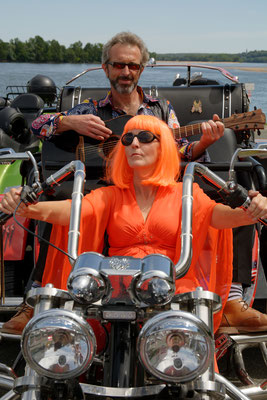 """ .... sur ma Harley-Davidson """