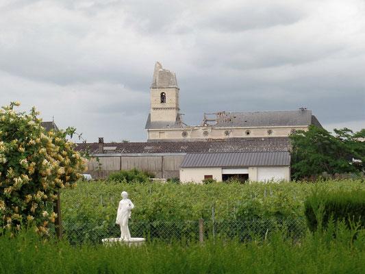""""""" Le clocher et le toit de l'église ont été ravagés - 1   """" cliché réalisé par Laurent"""