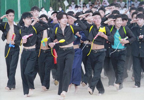準特選 北國写真連盟賞 おちやめな工業男児    藤牧すみれ