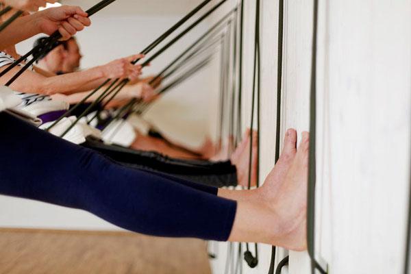 Hatha Yoga, Sirsasana in der Seilwand, Kopfstand