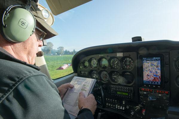 Flugzeugfliegen Cockpit
