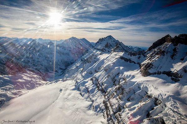 Gebirge beim Flugzeugflug