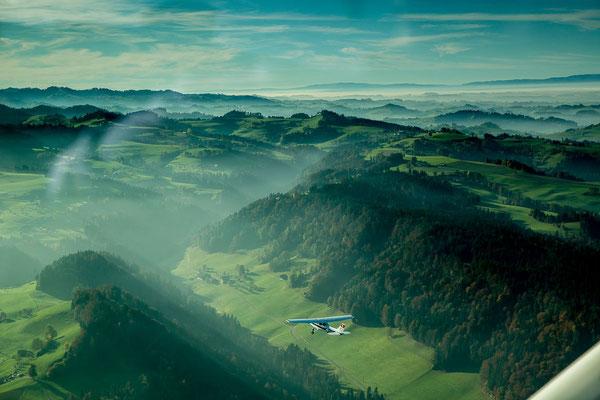 Landschaft beim Flugzeugflug