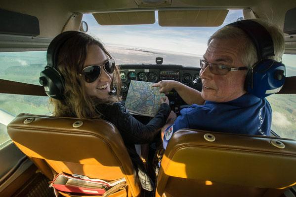 Gäste beim Flugzeugrundflug