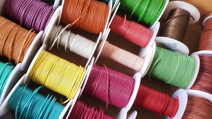 bobine liens de cuir Atelier Passions Indigo