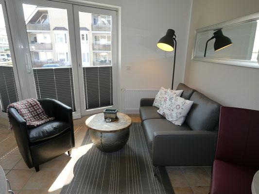 Der sonnige Wohnraum der Ferienwohnung in Duhnen