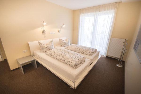 Strandpalais Duhnen Ferienwohnung Nr 20 - Das Schlafzimmer mit Doppelbett
