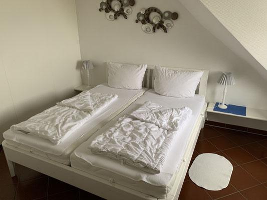 Das Bett ist 180 x 200cm groß