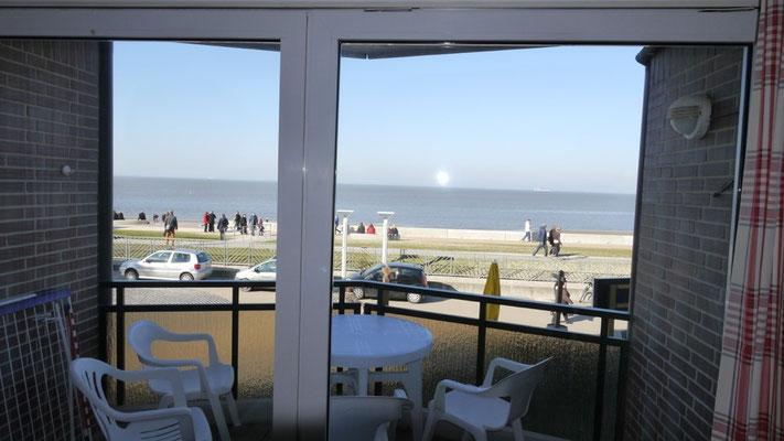 Der Blick auf die Strandpromenade von Duhnen und das Meer