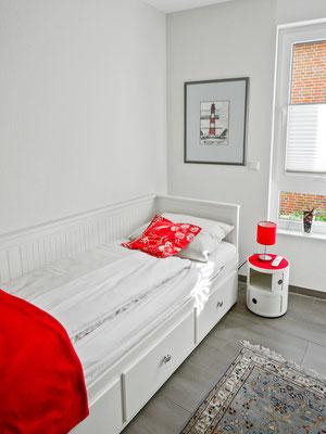 Der zweite Schlafraum mit dem Einzelbett