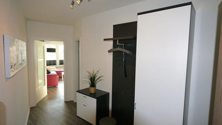 Der Eingangsbereich mit einer Gardrobe