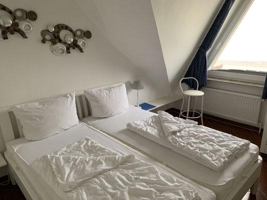 Das neue Bett im Schlafzimmer