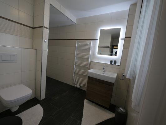 Das große Badezimmer in der Ferienwohnung Nr. 13 Residenz Windjammer