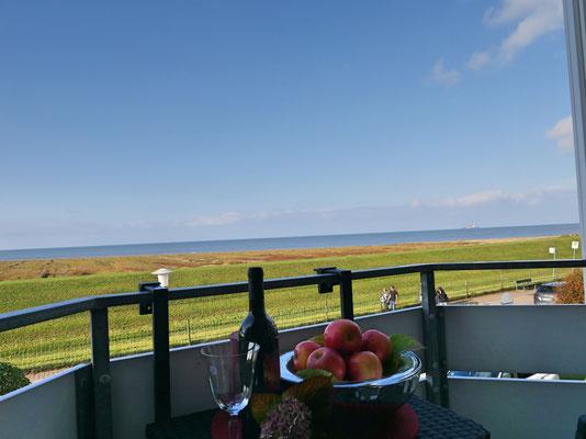 Der Meerblick vom Balkon aus