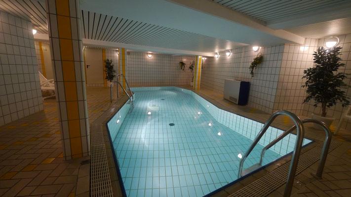 Das Schwimmbad mit Gegenstromanlage in der Residenz Meeresbrandung
