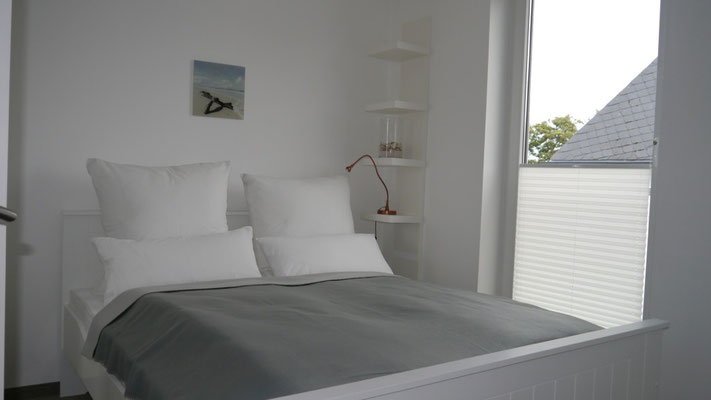 Das Doppelbett der Ferienwohnung Küstentraum