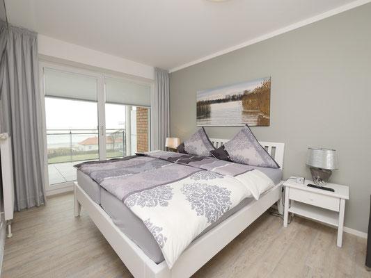 Das großzügige Schlafzimmer der Ferienwohnung Nr. 319