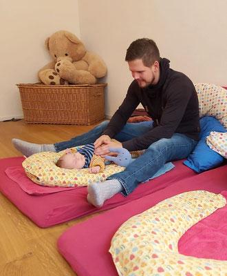© Eltern-Kind-Bindung, Praxis Helen Lüdin, Schmetterlings-Babymassage, Muttenz, Basel-Land