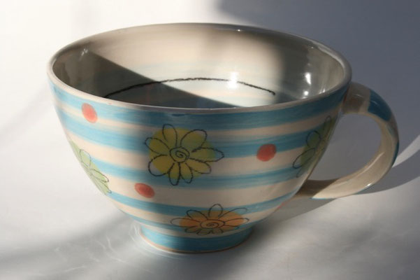 """Milchkaffeetasse """"Blume""""gestreift Artikelnummer 1712  /   22 €"""
