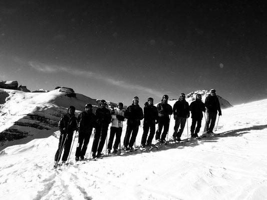 (von links: Ivan, Ignaz, Corsin D., Placi, Guido, Nadja, Mani, Röbi, Paul, Raimund)