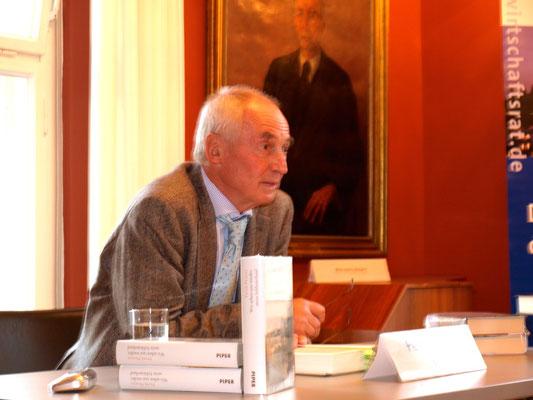 Peter Pragal während seiner Lesung