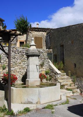 Bild: Brunnen in Oppedette