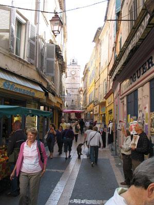 Bild: Markt in den Straßen von Apt