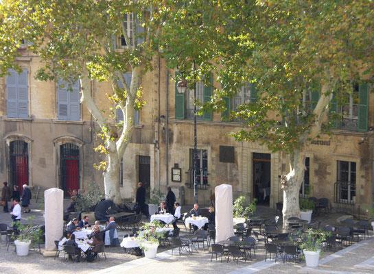 Bild: Restaurant gegenüber Papstpalast, Avignon