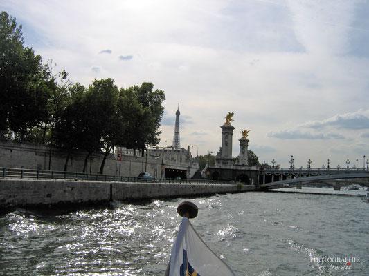 Bild:  Bootsrundfahrt auf der Seine Pont Alexandre III