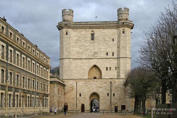 Bild: Außenanlage des Château de Vincennes in Paris