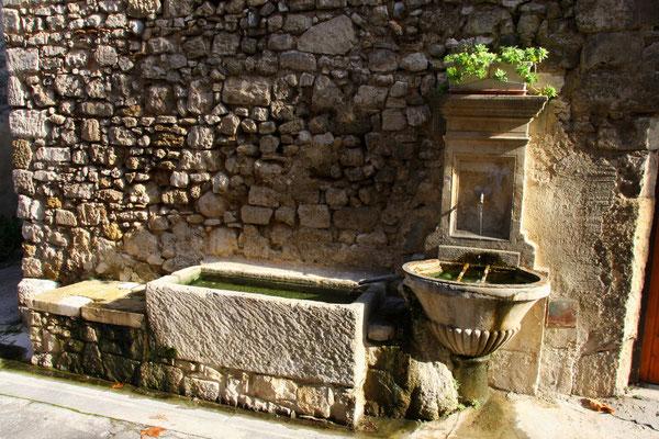 Bild: Fontaine de la Rue des Prieurs, Pernes les Fontaines