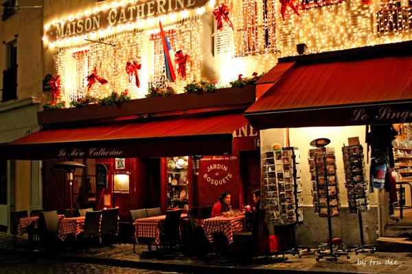 Bild: Am Abend auf dem Place Tertre in Paris